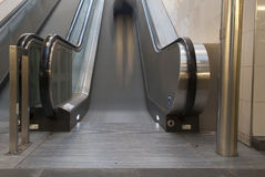 Escalator mobile avec des personnes images libres de droits