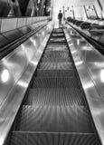 Escalator vers Londres au fond Photos libres de droits