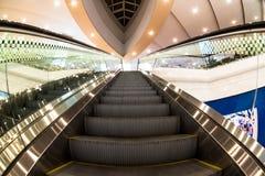 Escalator vide dans le centre commercial Effet de Fisheye photos stock