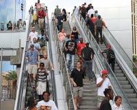 Escalators avec des personnes Photographie stock libre de droits