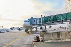 Escalators dans l'aéroport Images stock
