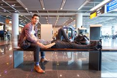 Escalators dans l'aéroport Photographie stock libre de droits