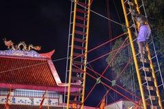 Escale a faca da escada no festival do vegetariano de Phuket foto de stock
