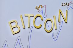 Escale las monedas 2018 de la moneda del bitcoin 2019 blancos del fondo Imagen de archivo