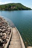 Escalera abajo al agua Fotografía de archivo