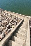 Escalera abajo al lago Imagen de archivo libre de regalías
