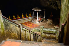Escalera abajo a la cueva de Khao Luang Fotografía de archivo