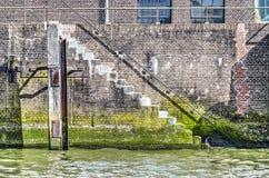 Escalera abajo a la línea de agua Fotografía de archivo libre de regalías