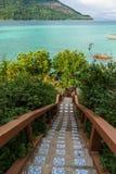 Escalera al mar en la isla de Koh Lipe Fotos de archivo libres de regalías