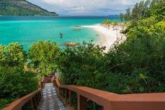 Escalera al mar en la isla de Koh Lipe Imágenes de archivo libres de regalías