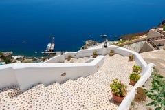 Escalera al mar. Oia, Santorini, Grecia Fotos de archivo libres de regalías