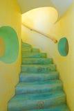 Escalera amarilla y azul Fotos de archivo