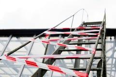 Escalera cercada con la cinta de la señal Imagen de archivo