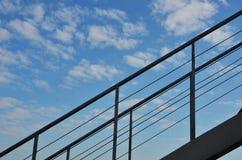 Escalera, cielo azul y nube Foto de archivo libre de regalías