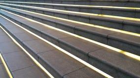 Escalera con la lámpara ocultada linear Foto de archivo