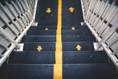 Escalera con la muestra amarilla Fotografía de archivo