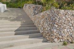 Escalera con la pared de piedra Fotografía de archivo libre de regalías