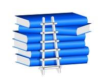 Escalera contra una pila de libros azules Fotografía de archivo