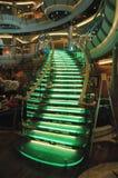 Escalera de cristal encendida en un atrio del barco de cruceros Fotografía de archivo libre de regalías