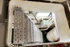 Escalera de la escala que lleva a la cubierta abajo en una embarcación Imágenes de archivo libres de regalías