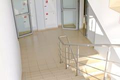 Escalera de la oficina Fotos de archivo libres de regalías