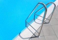 Escalera de la piscina Imágenes de archivo libres de regalías