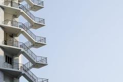 Escalera de la salida de incendios Imágenes de archivo libres de regalías