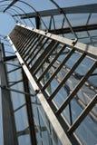 Escalera de la salida de incendios en un edificio Imagen de archivo libre de regalías