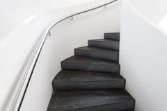 Escalera de lujo con la verja fotos de archivo