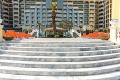 Escalera de mármol al hotel en Sunny Beach, Bulgaria Imágenes de archivo libres de regalías