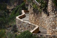 Escalera de piedra de la bobina en las montañas Foto de archivo
