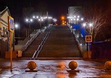 Escalera de piedra peatonal al terraplén a lo largo del carril de Gazetny en Rostov-On-Don Imagen de archivo libre de regalías