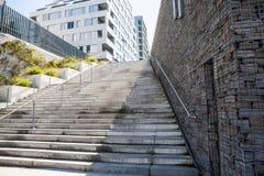 Escalera de piedra vieja de la ciudad París, Francia Foto de archivo libre de regalías