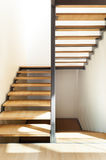 Escalera de un chalet moderno Fotos de archivo