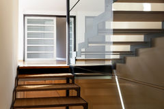 Escalera de un chalet moderno Fotografía de archivo
