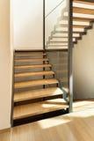 Escalera de una casa moderna Fotografía de archivo libre de regalías