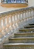 Escalera de una mansión Fotos de archivo libres de regalías