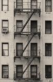 Escalera del apartamento de New York City blanco y negro Fotografía de archivo libre de regalías