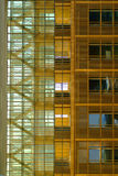 Escalera del edificio de oficinas Fotos de archivo libres de regalías