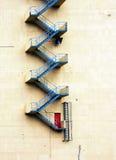 Escalera del escape de fuego fotos de archivo