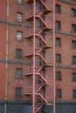 Escalera del escape de fuego Fotos de archivo libres de regalías