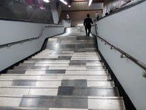 Escalera del subterráneo - escaleras de metro Fotos de archivo libres de regalías