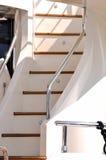 Escalera del yate con el carril Imagenes de archivo