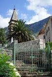 Escalera e iglesia Imagen de archivo