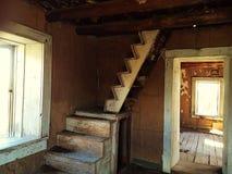 Escalera en casa abandonada Imagen de archivo libre de regalías