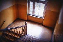 Escalera en casa vieja Imagenes de archivo