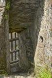 Escalera en el castillo de Restormel fotos de archivo
