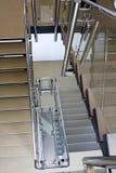 Escalera en el edificio de oficinas Fotografía de archivo