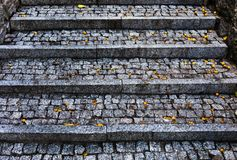 Escalera en la ciudad hecha por el guijarro Foto de archivo