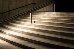 Escalera en la noche fotografía de archivo libre de regalías